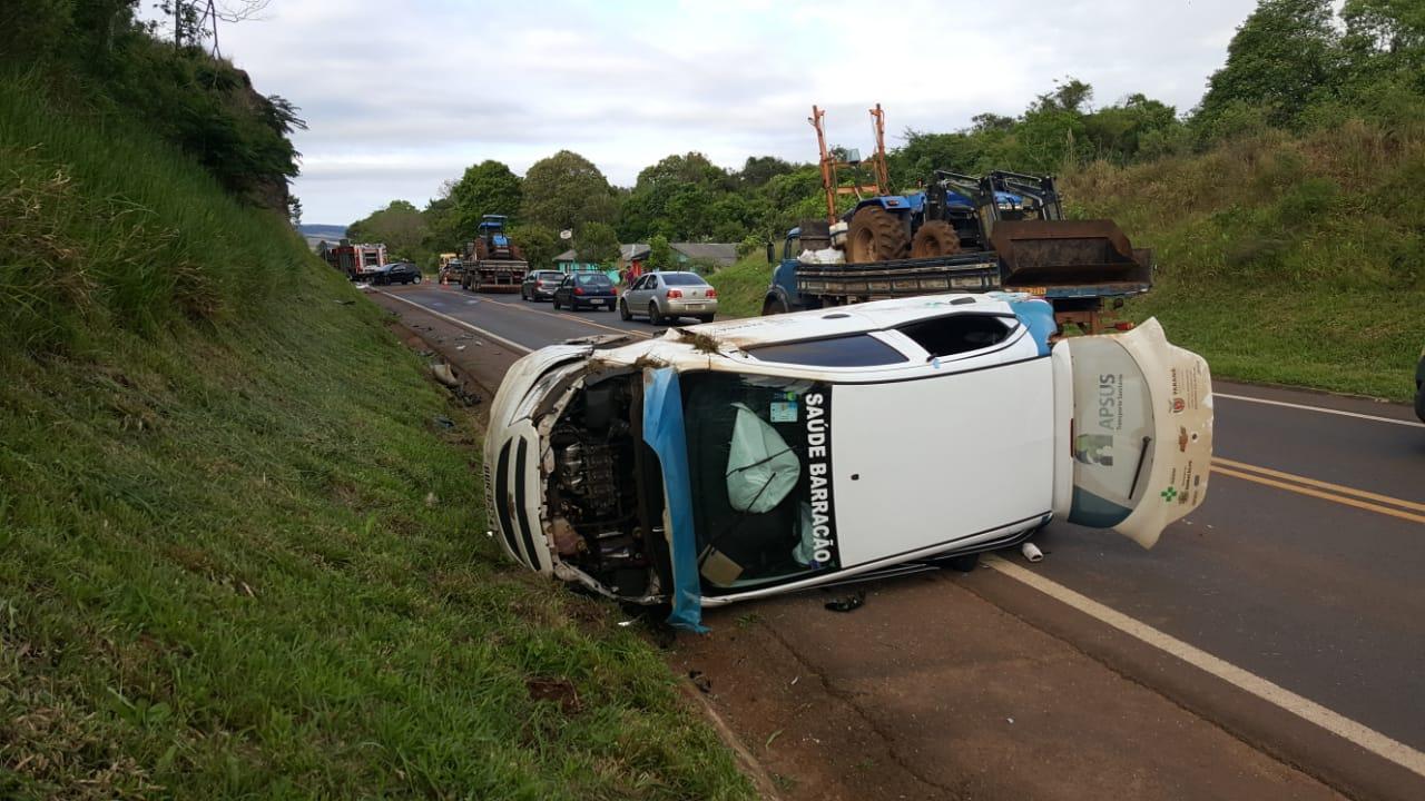 Gestante fica ferida em acidente envolvendo veículo da saúde de Barracão
