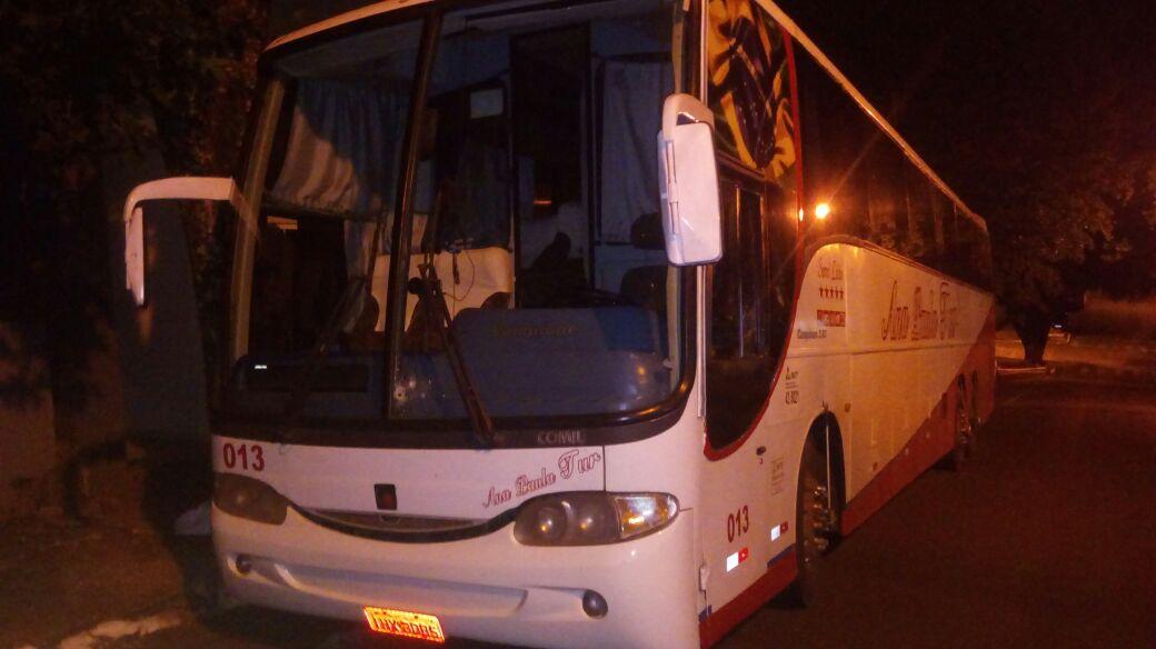 Ônibus com universitários é alvejado por disparos de arma de fogo