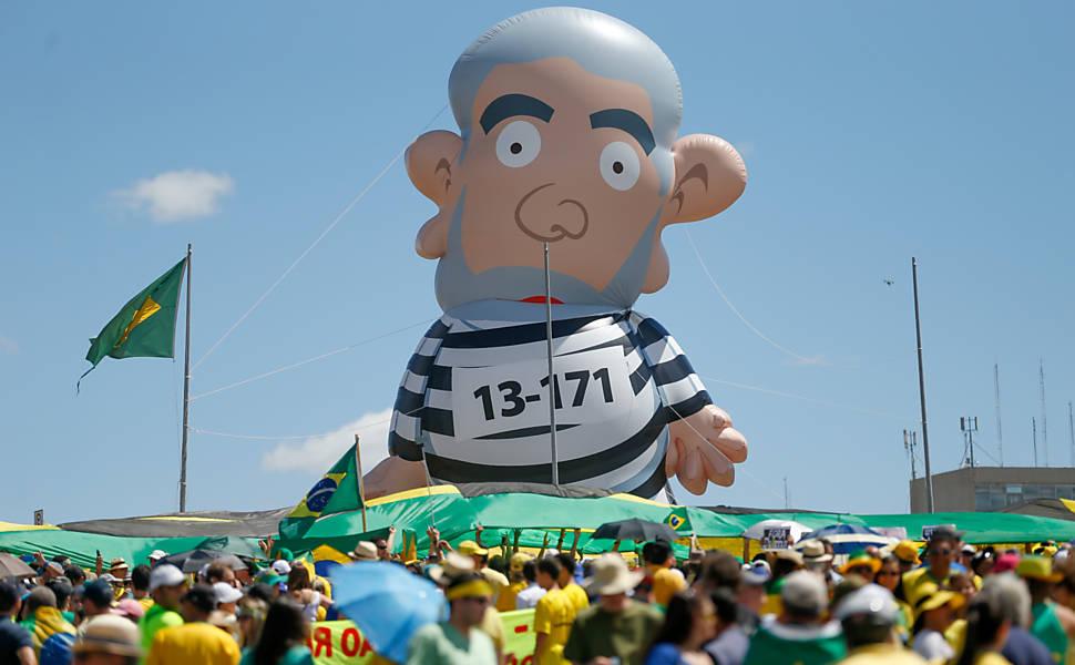 Boneco gigante do Lula estará no trevo de São Miguel do Oeste