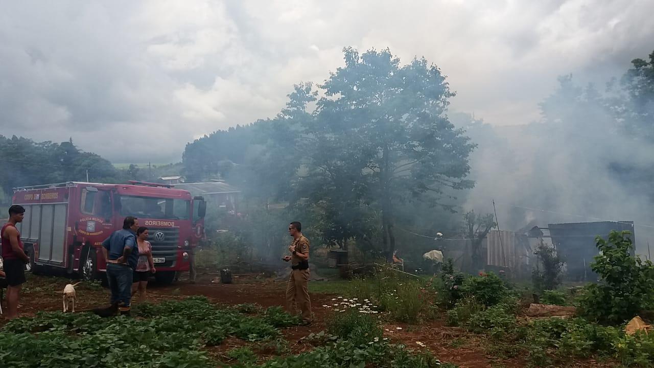 Filho é preso após incendiar casa dos pais