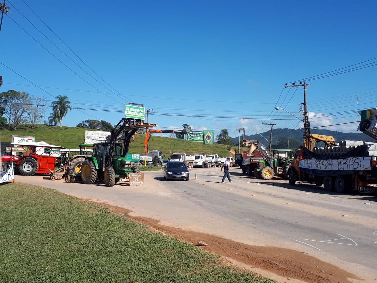 Justiça acata ação do MPSC e determina que caminhoneiros em greve não impeçam circulação