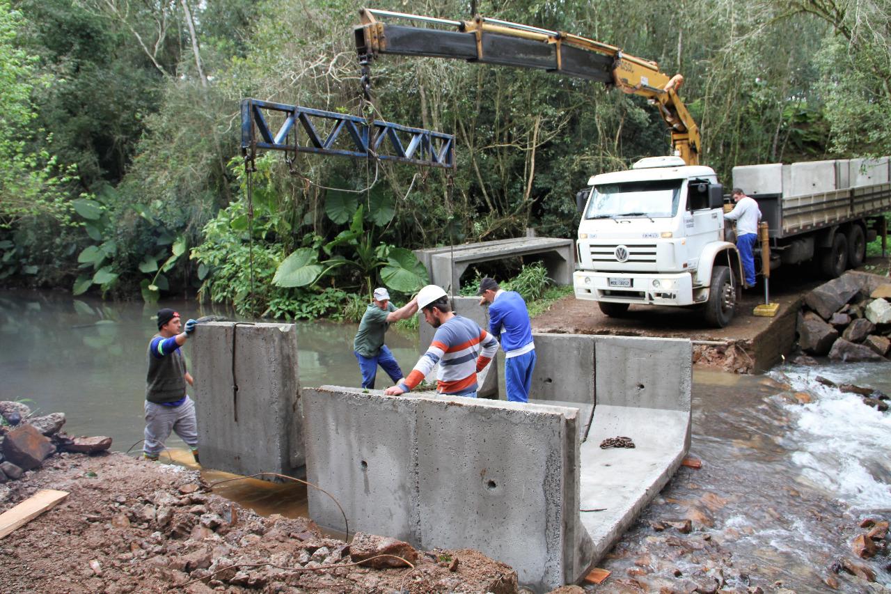 Ponte entre Itapiranga e São João do Oeste está em construção