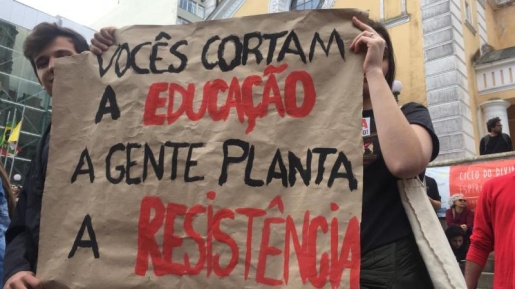 Cidades catarinenses registram atos pela Educação nesta terça-feira