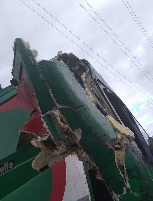 Ônibus que transportava alunos para JESC se envolve em acidente na 282