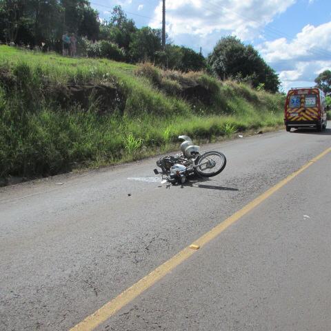 Motociclista e caroneiro ficam feridos após colisão na BR-163