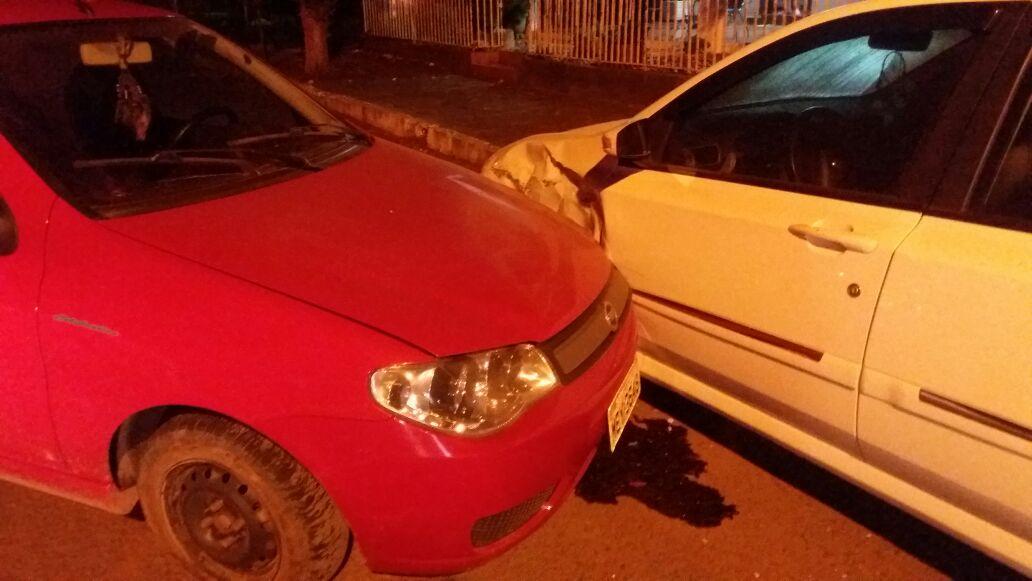 Motorista fica ferido após colisão em veículo estacionado em São João do Oeste
