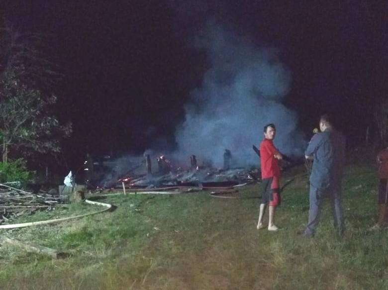 Casa é destruída por incêndio no interior de São José do Cedro