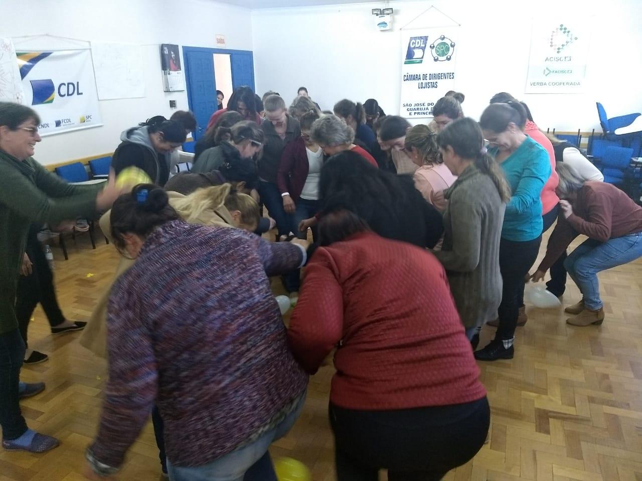 Programa Mulheres Cooperativistas envolve quase 40 participantes em São José do Cedro