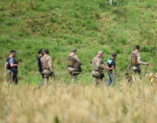 Ação conjunta prende traficantes e apreende drogas em automóvel na BR-163