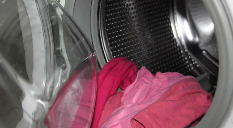 Mulher morre eletrocutada em máquina de lavar roupa