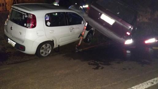 Colisão entre dois carros deixa três feridos na BR-282