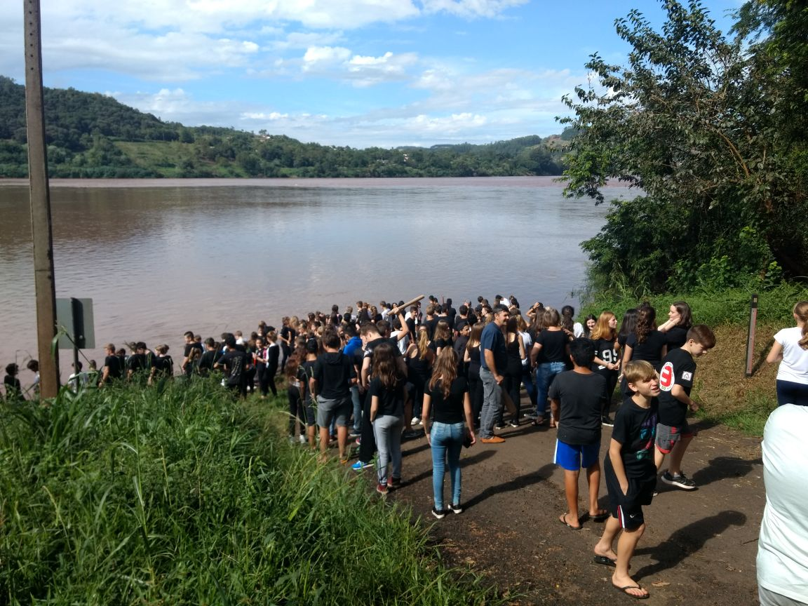 Escola de Itapiranga realiza caminhada alusiva ao dia da água