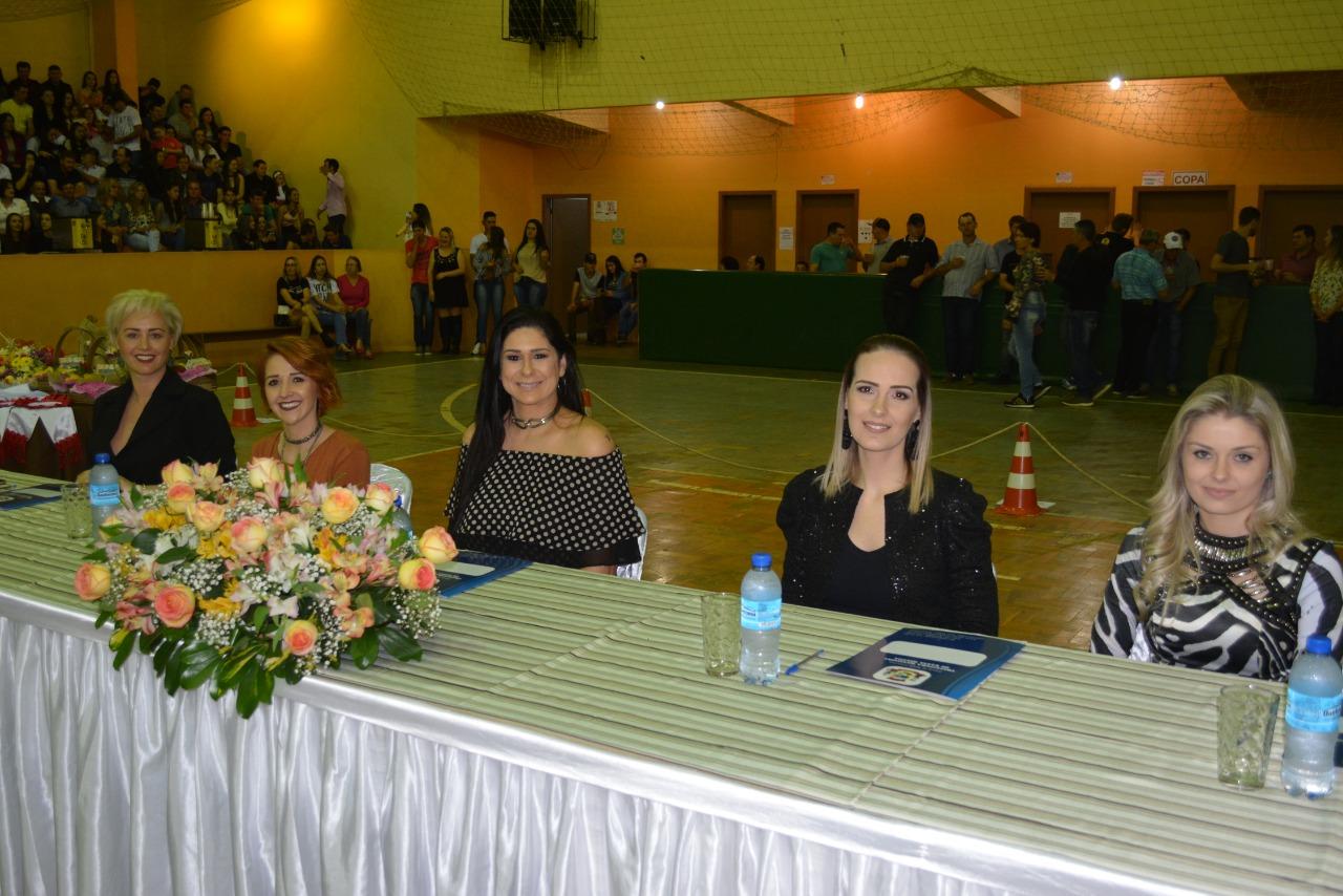 Samara, Sabrina e Aline são eleitas as novas soberanas de Santa Helena