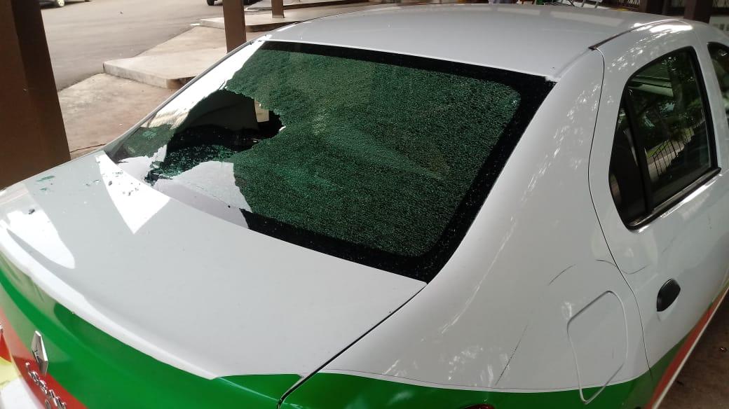 Veículo da prefeitura é danificado durante a madrugada