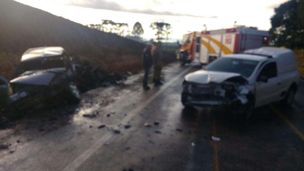 Duas pessoas ficam gravemente feridas em colisão na 282