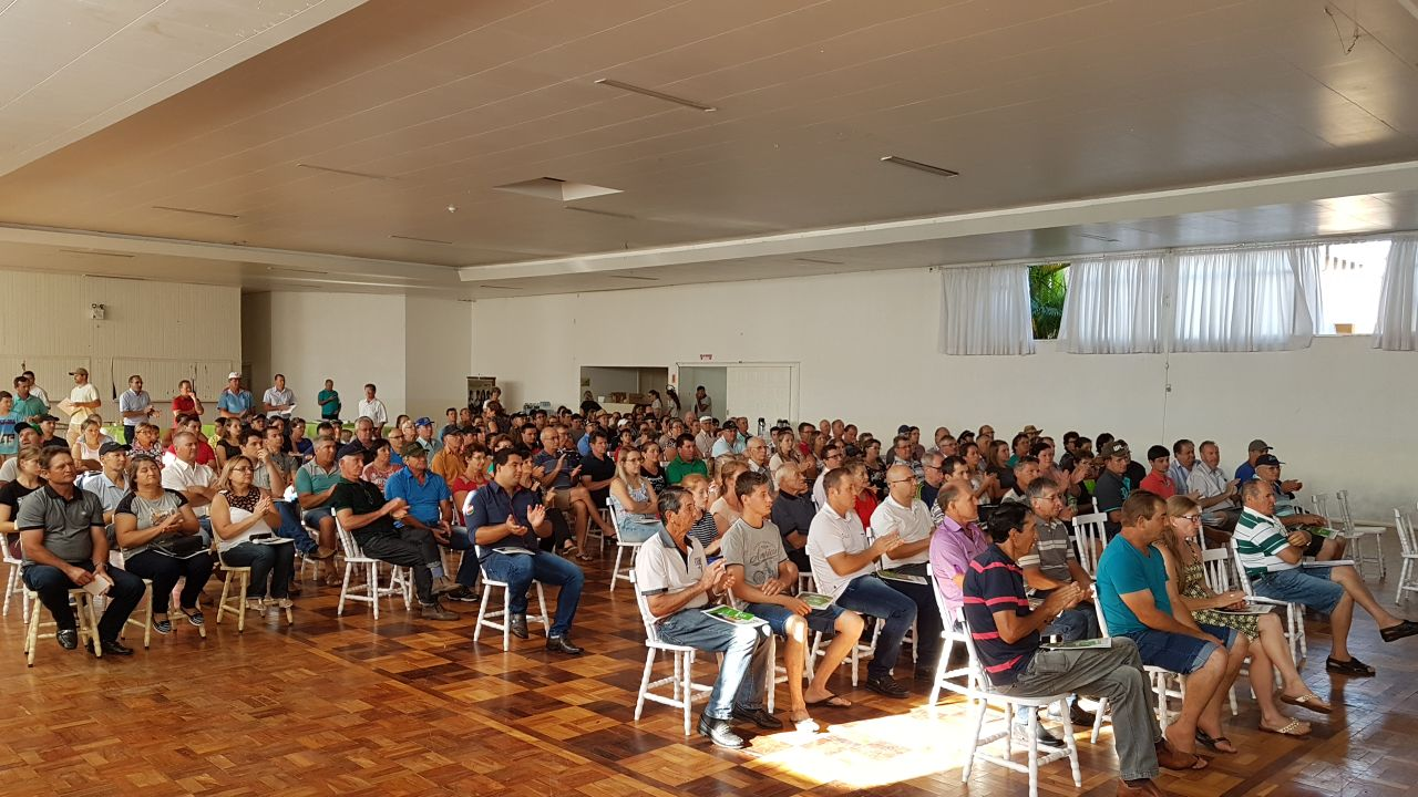 Sicredi apresenta resultados para associados durante assembleia em São José do Cedro