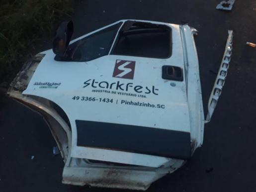 Casal do Oeste morre em acidente durante a madrugada no Vale do Itajaí