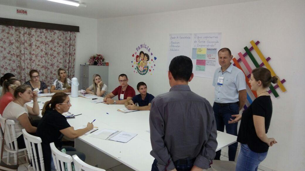 Treinamento do Crescendo e Empreendendo é realizado com equipe da assistência social