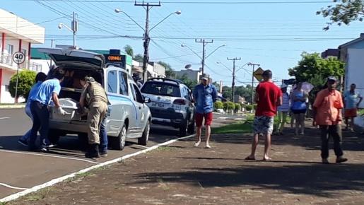Polícia investiga morte de homem na praça e tentativa de homicídio do suspeito do crime