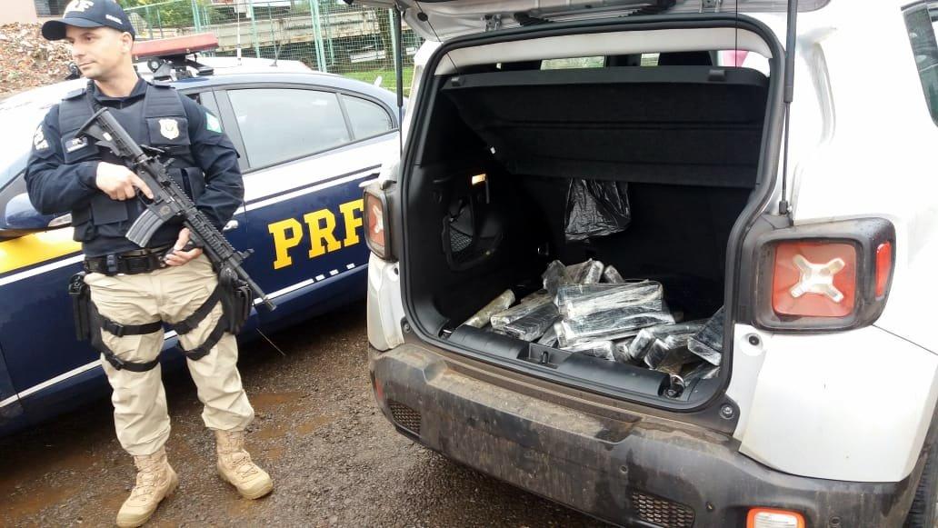 Ação conjunta PRF e PM apreende quase 200 quilos de maconha e detém um homem em Chapecó