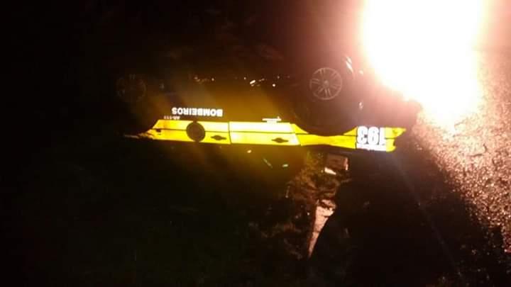 Veículo dos bombeiros de São José do Cedro capota na BR-282
