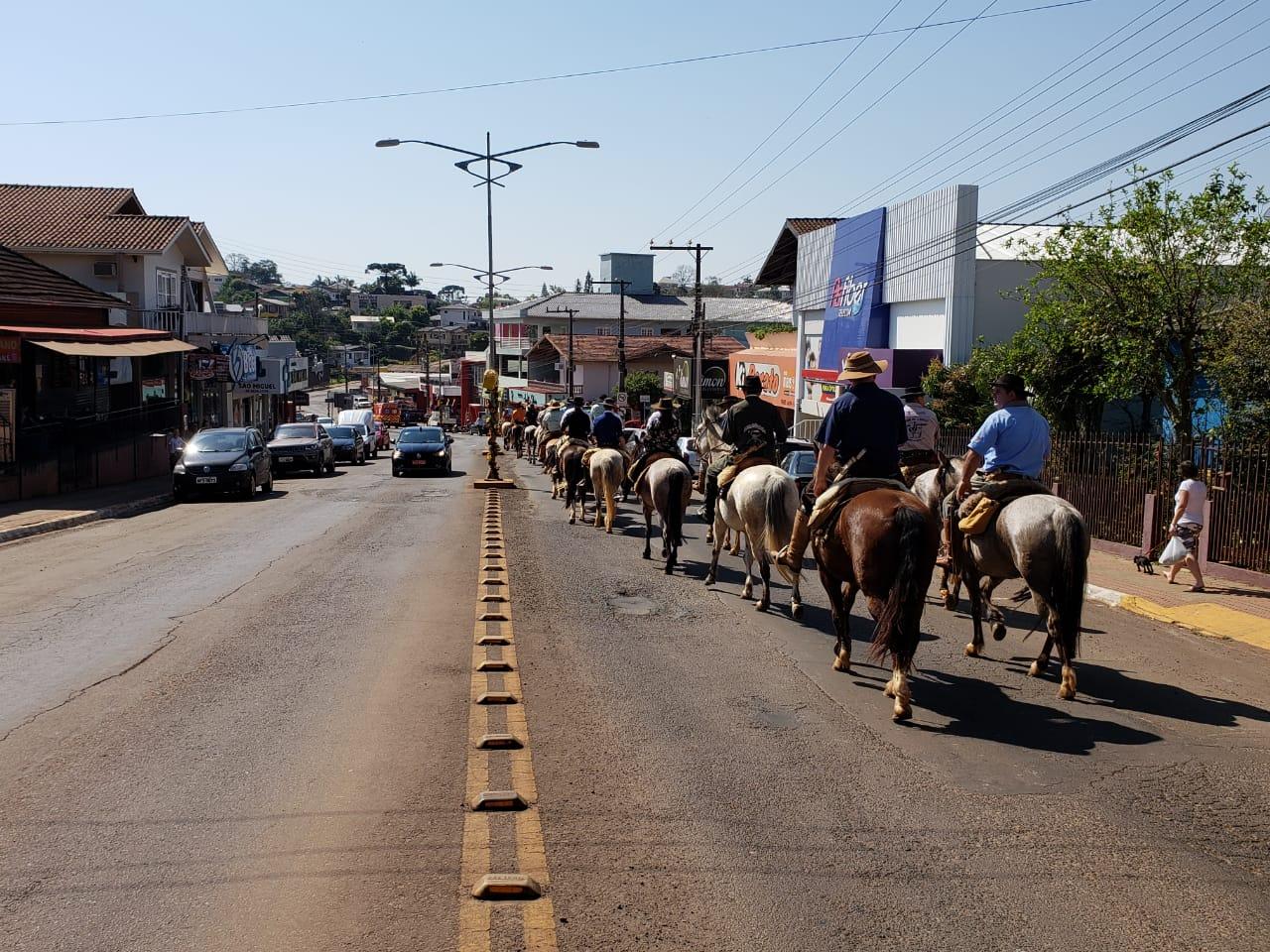 VÍDEO: CTG Herança Pampiana recepciona 30ª Cavalgada da Integração Sul Brasileira