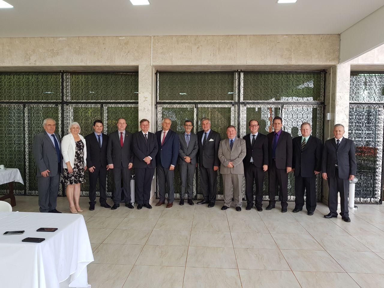 Prefeitos da regional de Itapiranga participam de encontro com embaixadores em Brasília