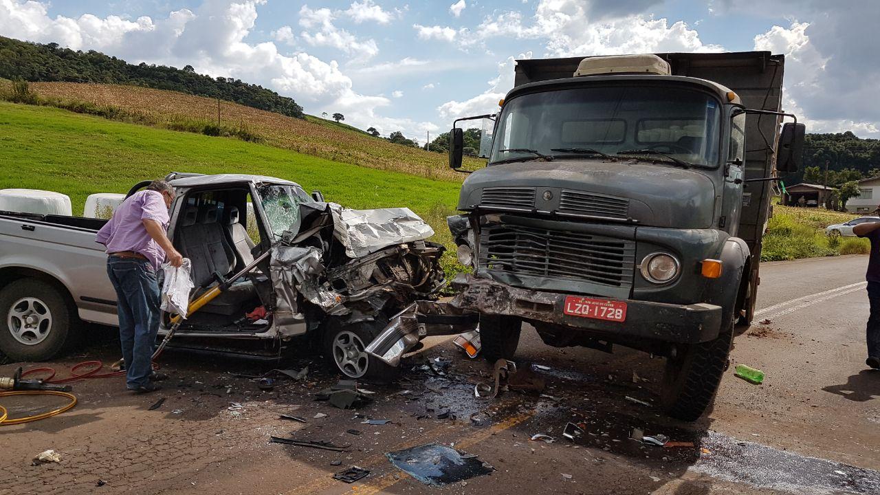 Acidente no interior de São José do Cedro deixa duas pessoas gravemente feridas