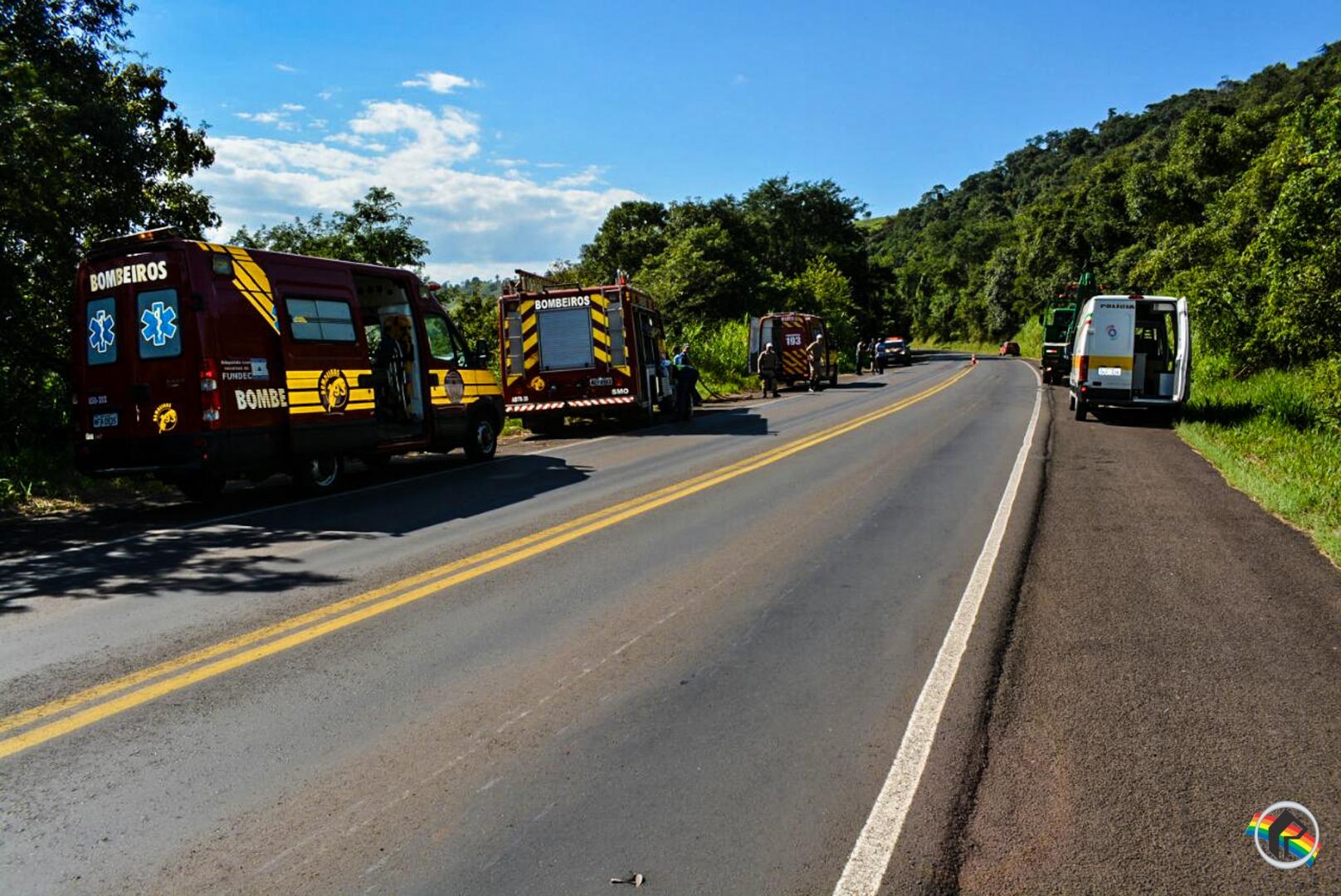 Caminhão sai da pista e cai em barranco de aproximadamente 50 metros