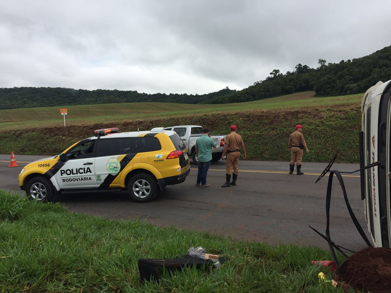 Motorista fica ferido após tombar carreta na PR 280