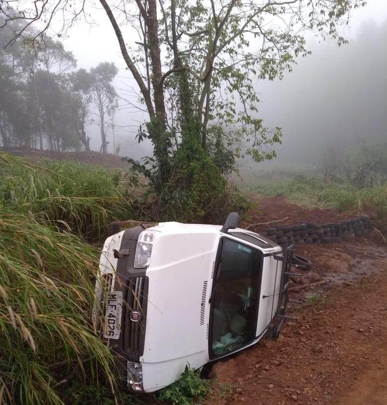 Homem sofre acidente ao ir socorrer irmão que havia capotado veículo