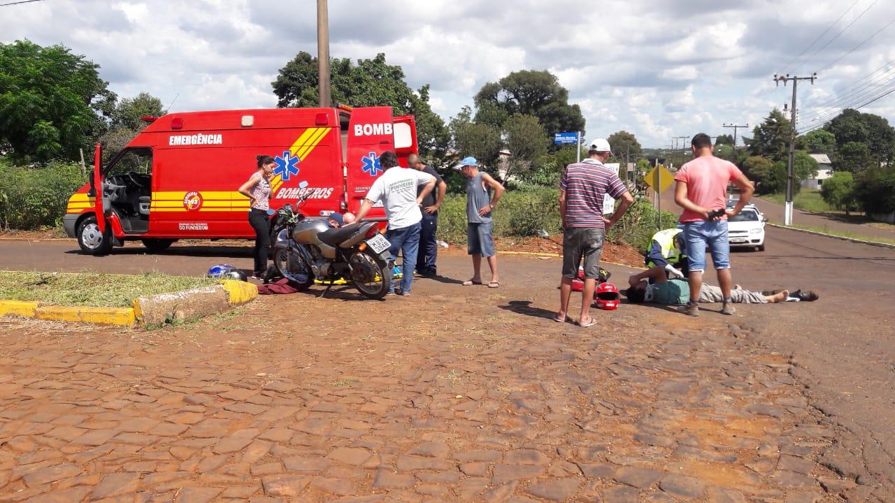 Três pessoas ficam feridas em colisão de motos