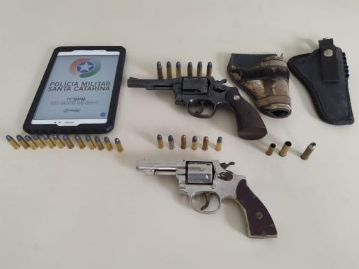 Duas armas são apreendidas pela Polícia Militar