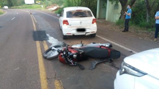 Dois acidentes na mesma região envolvem cinco veículos e deixam quatro feridos