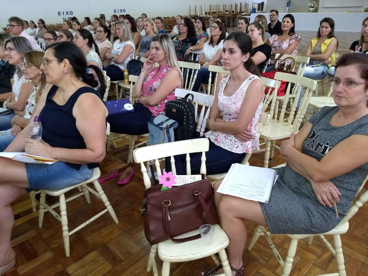 Professores da região participam de estudos de matemática durante encontro do Pnaic
