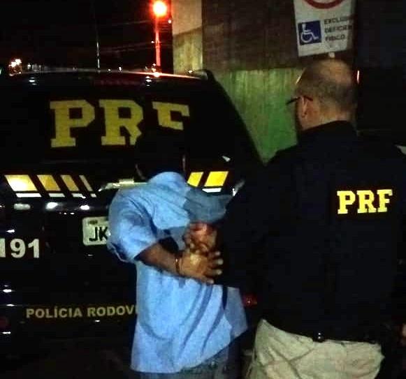 Homem procurado por estupro é preso conduzindo embriagado na BR-163