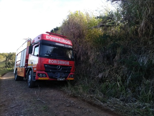 VÍDEO: Tombamento de carreta deixa motorista ferido no interior de Guaraciaba