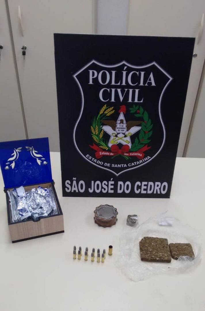 Operação de combate ao tráfico apreende drogas, celulares e munições