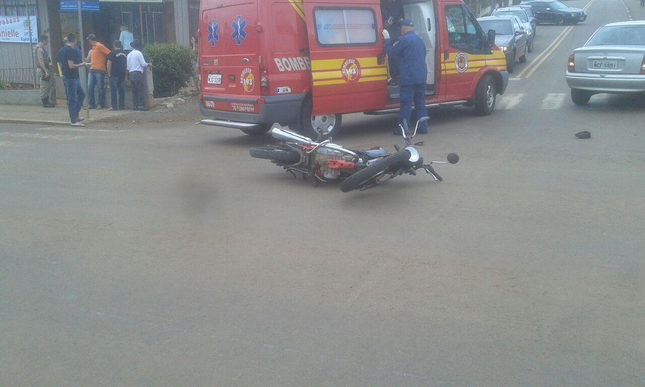 Homem e mulher ficam feridos em colisão no centro