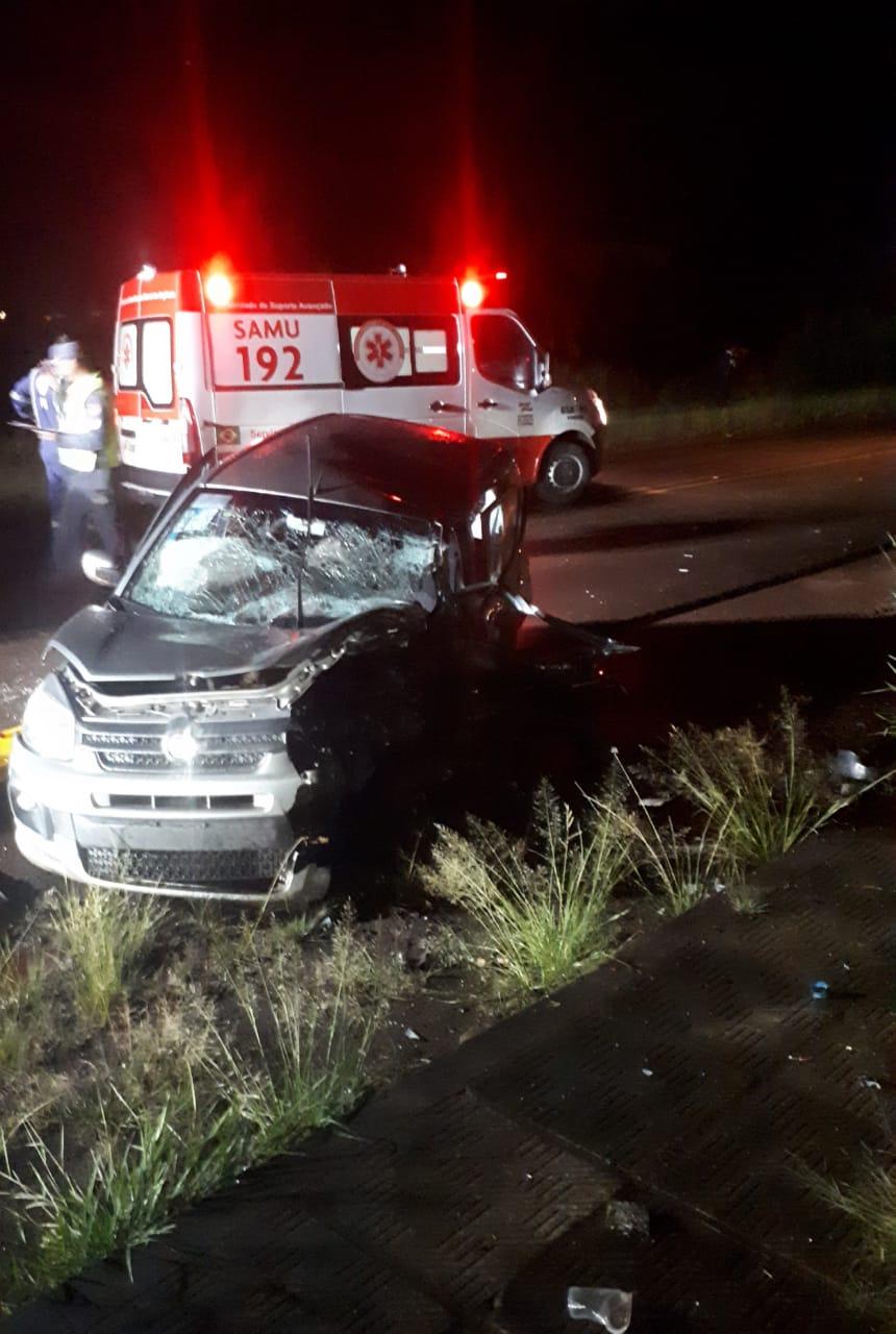 Acidente entre dois veículos de passeio mata uma pessoa e deixa outra ferida