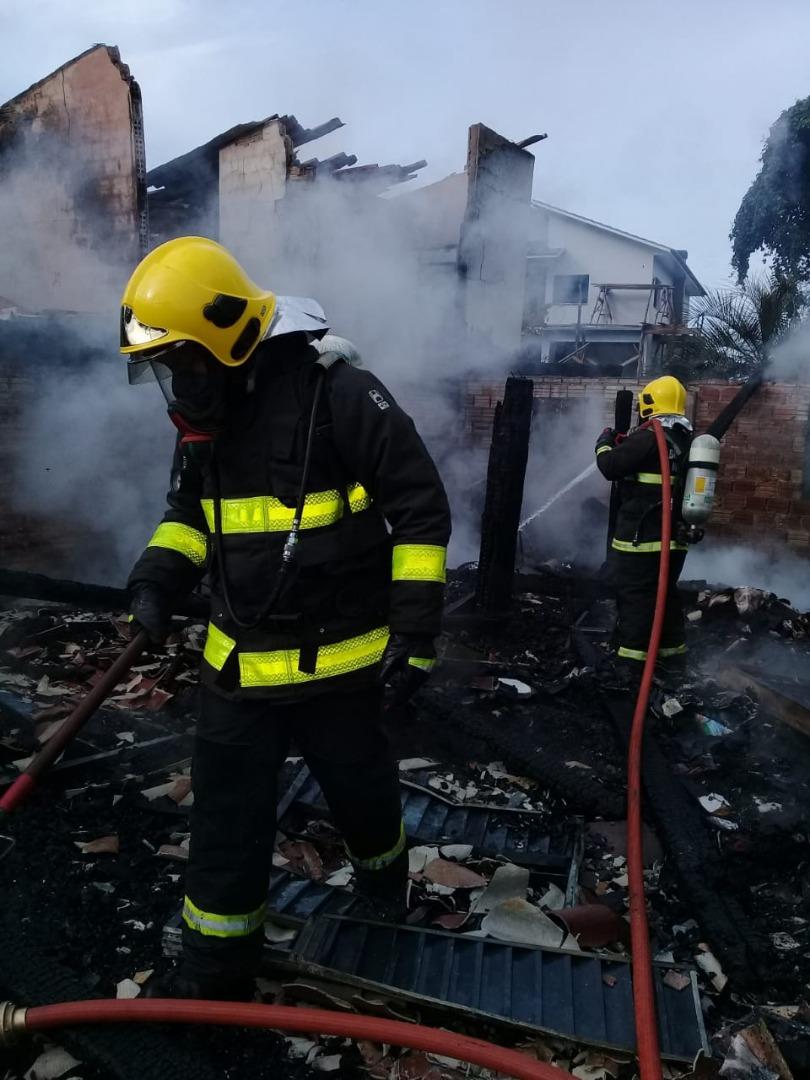 Incêndio destrói residência no interior