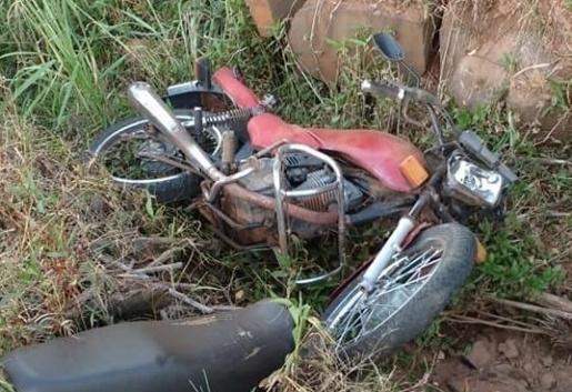 Homem morre em queda de motocicleta em Saudades