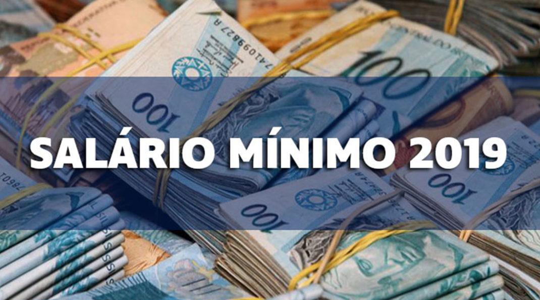 Bolsonaro assina decreto e salário mínimo vai a R$ 998 em 2019