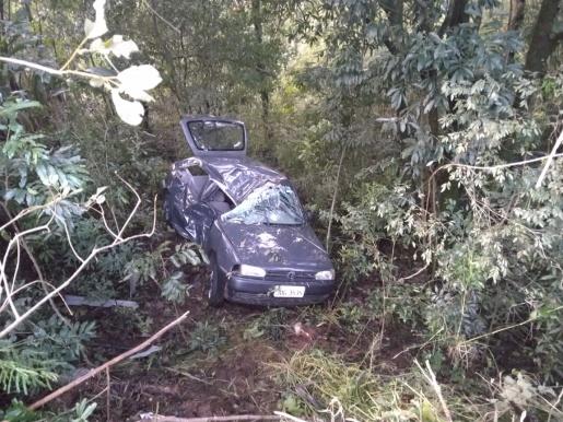 Homem morre em colisão com árvore na SC-157