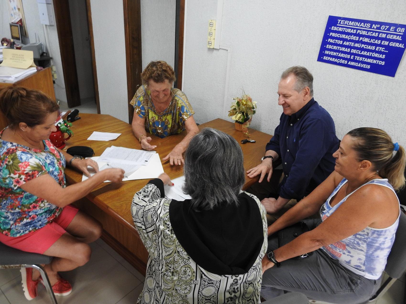 Prefeitura repassa área para construção de Abrigo de Idosos