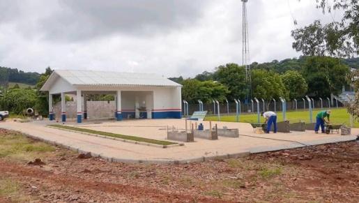 Prefeitura de Guaraciaba finaliza academia no estádio municipal