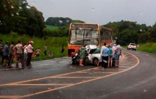 Cinco pessoas morrem em acidente entre carro e ônibus