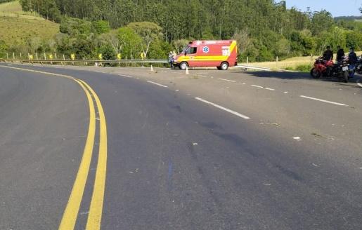 Jovem de 22 anos morre ao colidir moto em guard-rail na SC-157