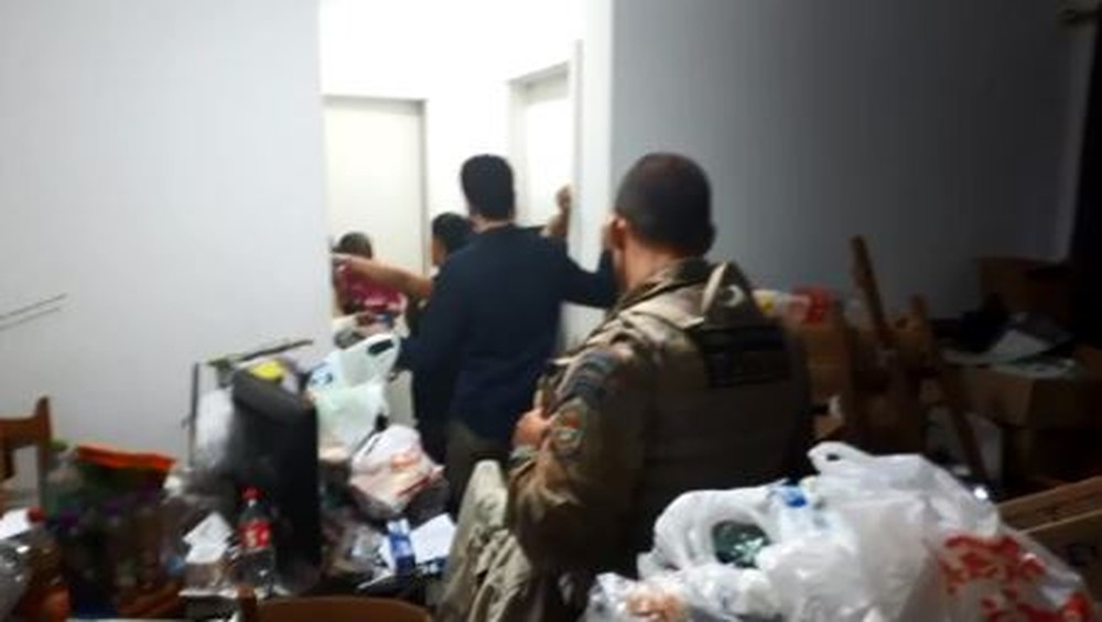 Interditado apartamento de casal que acumulava lixo de mais de 4 anos em SC