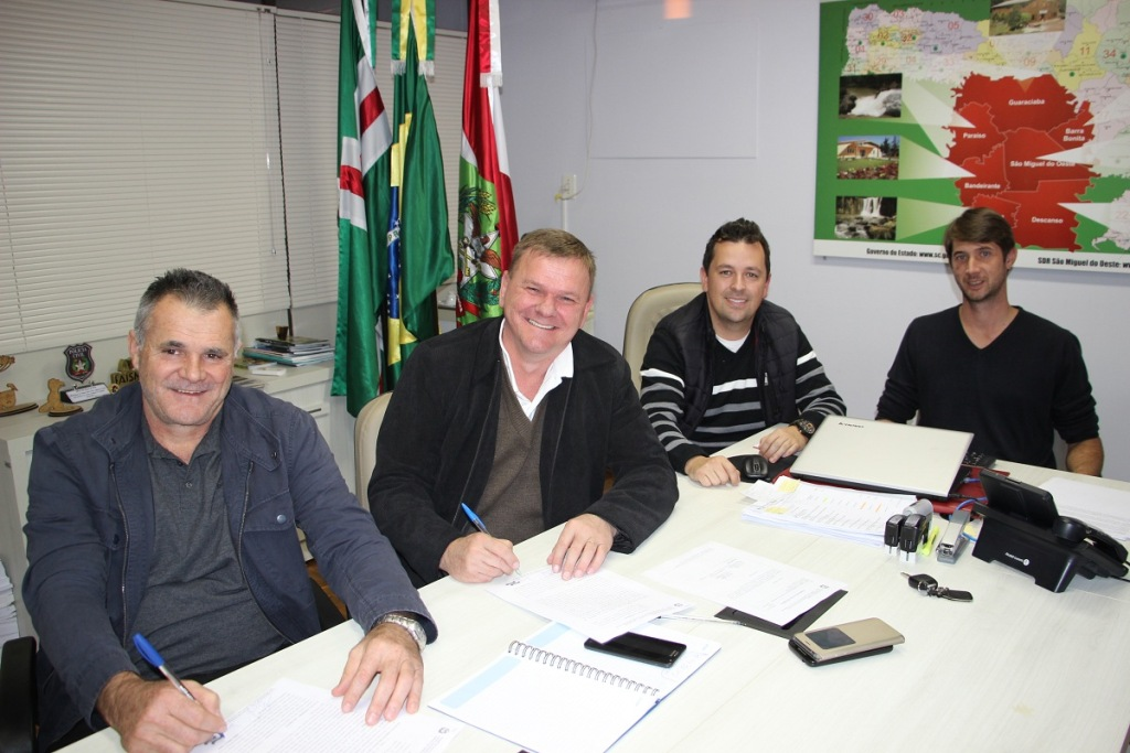 ADR recebe projetos de Iporã do Oeste e Guarujá do Sul